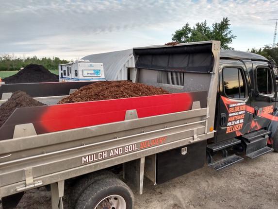 legendary landscapes mulch and soil deli