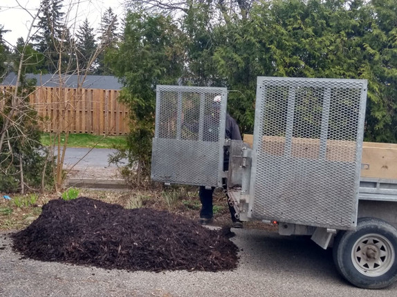 ll mulch delivery ancaster.jpg