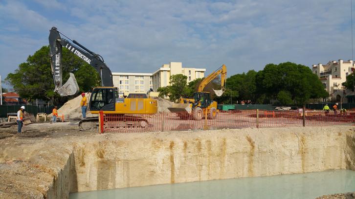 ex101 - 2004 excavato Kobelco.jpg
