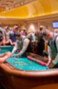 800px-Gambling_games_3 (1).jpg