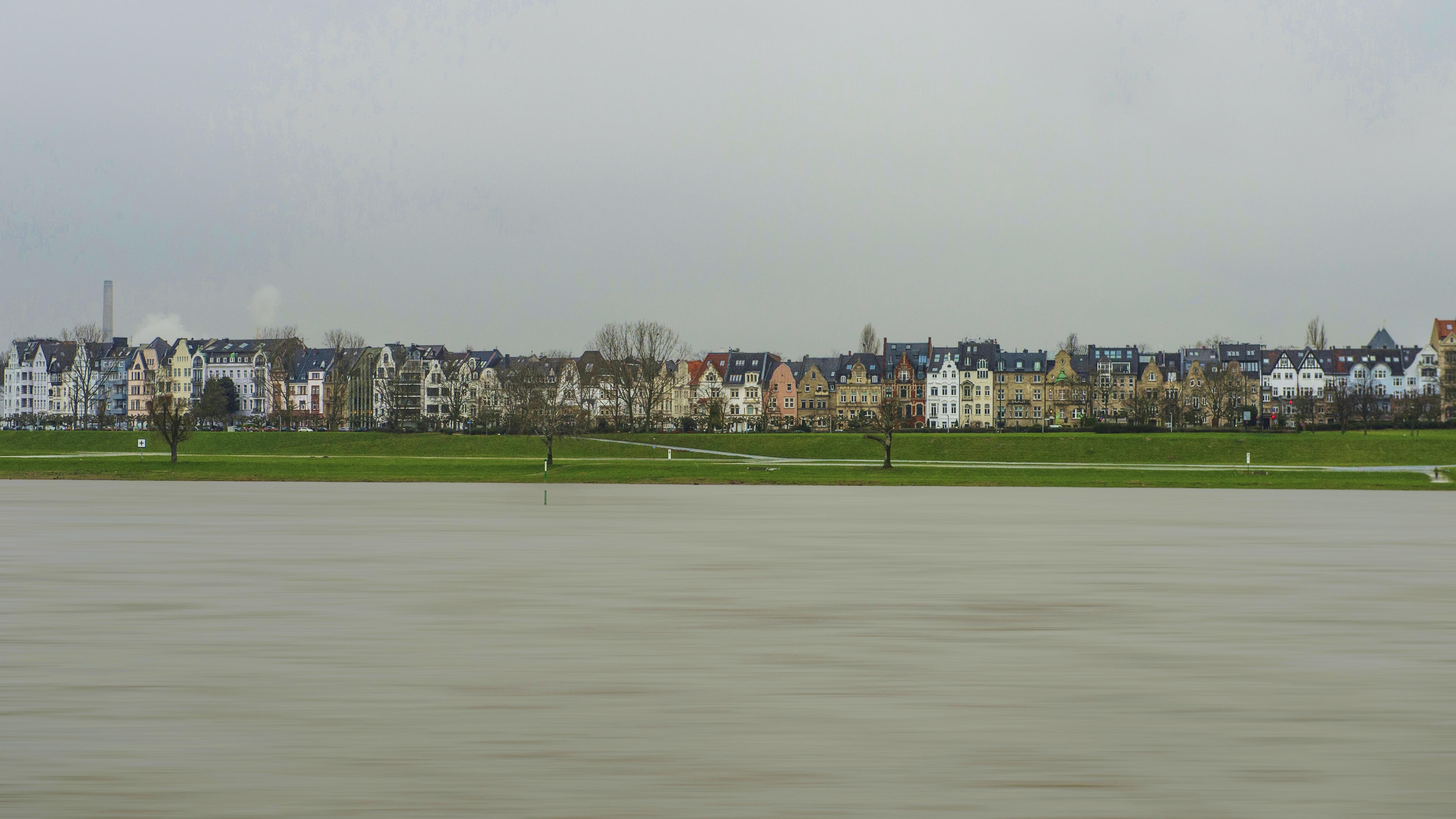 Dusseldorf (D) – Reno in piena