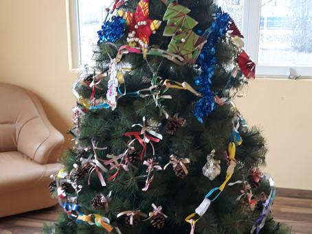 Дядо Коледа зарадва децата в Къщата на семейството и общността