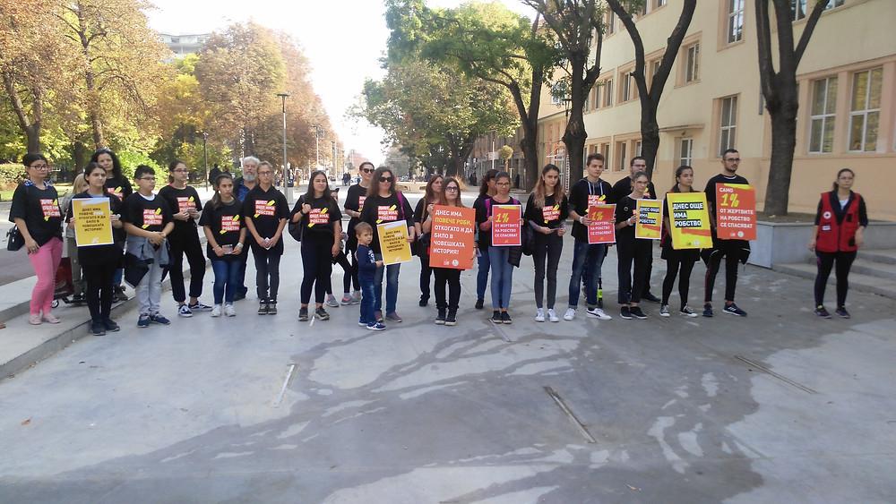 """Днес имаме по-голям шанс да направим нещо, за да има промяна, от когато и да е било. Затова е необходимо да се обединим и да действаме заедно. В Стара Загора го направихме:  A21, Сдружение """"Самаряни"""", Български младежки Червен кръст - Стара Загора!"""