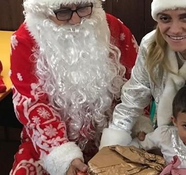 """Дядо Коледа и Снежанка посетиха децата в """"Самарянска къща"""""""