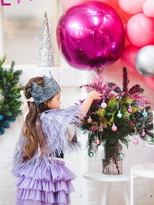christmas styled shoot decorating