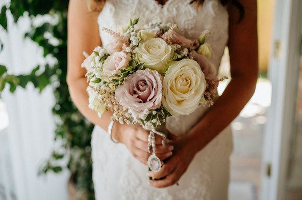 bridal bouquet of roses with memory lock