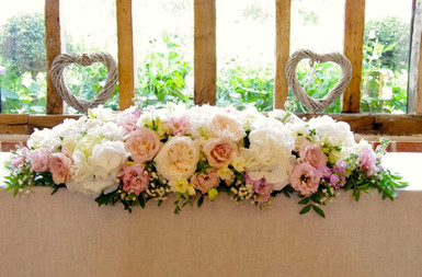 top table arrangement with roses