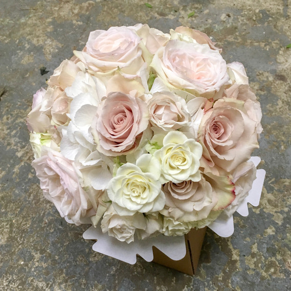 all rose bouquet in ivory and blush