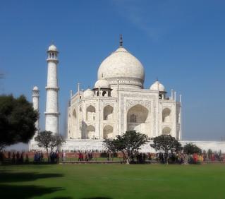真の愛の深さとは…タージマハールとアグラー城日帰りツアー