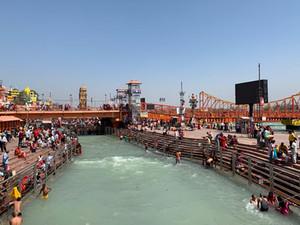 ヒンドゥー教最大の沐浴祭クンブメーラ生中継オンラインツアー