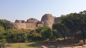 呪いの城塞トゥグラカバード城の歴史勉強バーチャルツアー