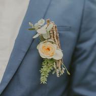 Boutonnière pour le marié par Sylvie Borderie Fleuriste à Bordeaux