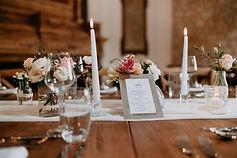 Cenytre de table avec ces bougies flambeaux