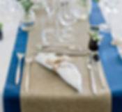 La préentation des serviettes et la disposition de la vaisselle sont des points essentiels de la décoration vu lors du projet Wedding Design