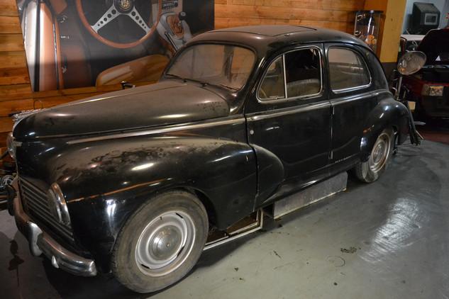 Peugeot 203 sortie de grange 1959