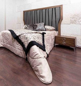 Recámara vintage capitonada avegentada. Cabecera tapizada. Burós y cómoda con pata alta. Muebles Querétaro