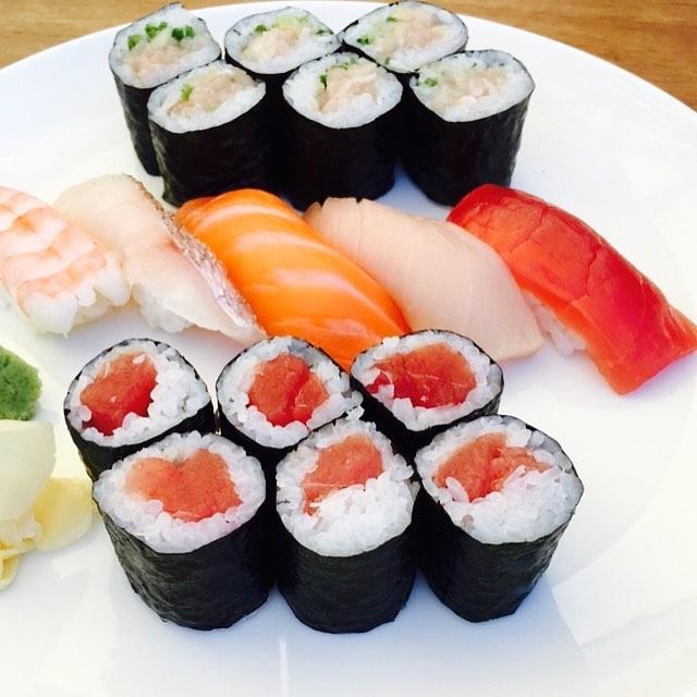 Assorted sushi _blueribbon_west #blueribbonsushi #thegrove #sushilover #sushiart #sushicoma #yelpelite #yelpla #yelp #laeater #seafood #pesc