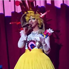 ©2018  Costume Design: Joy Fully @lovelivingart  Performer: Madame Vivien V @madamevivienv  Photography: Shaun Gillen @newalchemy