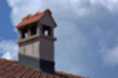 This picture shows a chimney top with an intact flashing.
