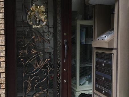 玄関にポインセチア