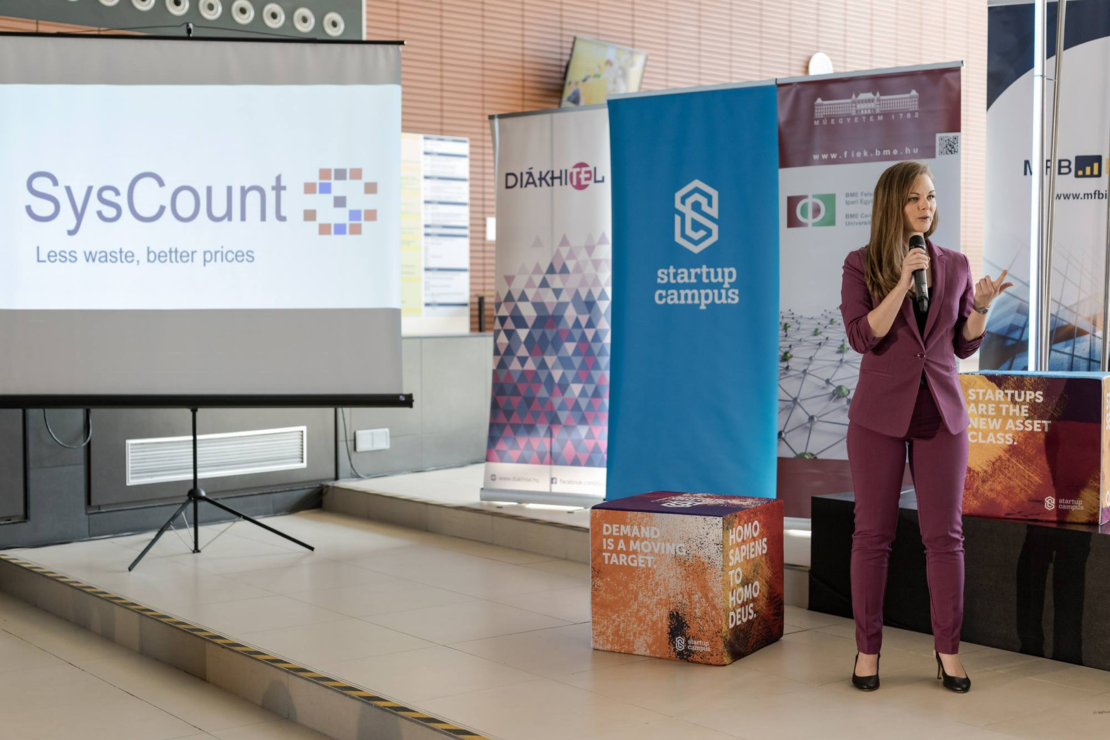 Syscount presenting in front of the jury of Hiventures