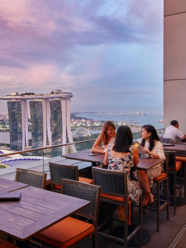 level33-rooftop-dining-singapore-view.jp