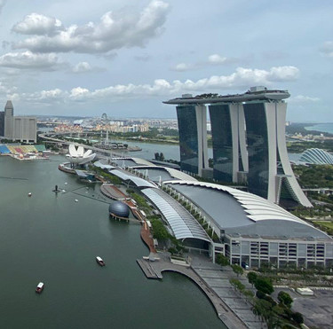 level33-singapore-rooftop-dining.jpg