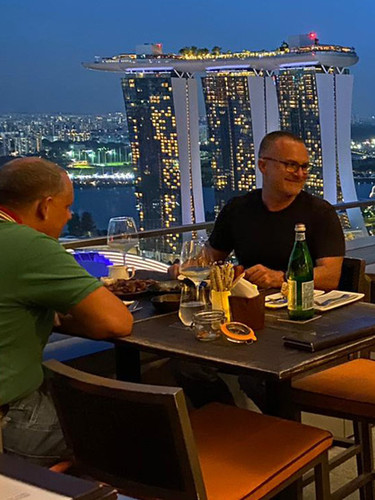 level33-rooftop-dining-singapore-night-v