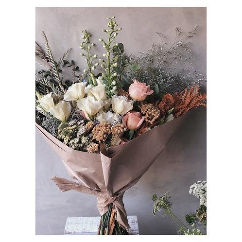 Ramo grande Romantic con lisianthus y rosas o similares.