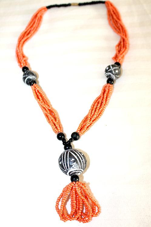 #7082 -Collier pierres noires + perles oranges