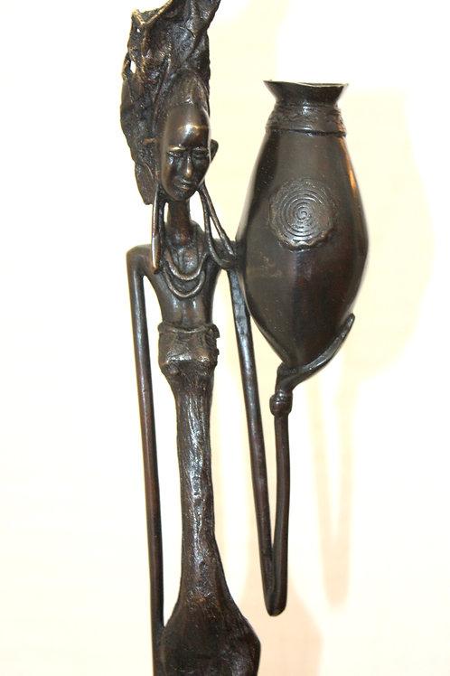 #6019 - Femme Peule avec calebasse et cannari