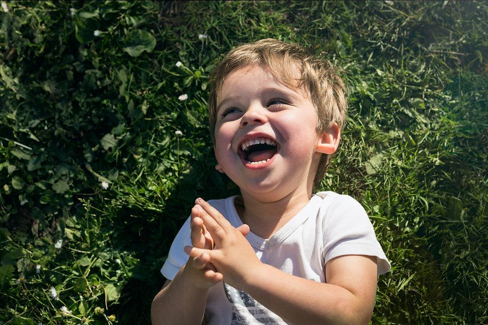 relations familiales, enfant, rire