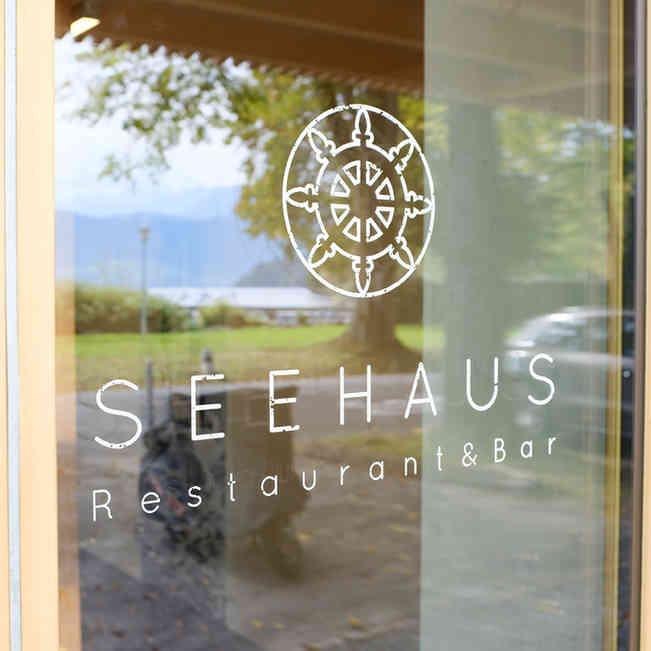 Seehaus Grill Luzern - Eingangstüre mit Logo