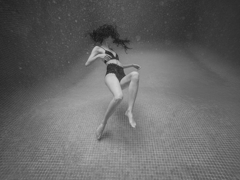 Camille Underwater Julia Guérin