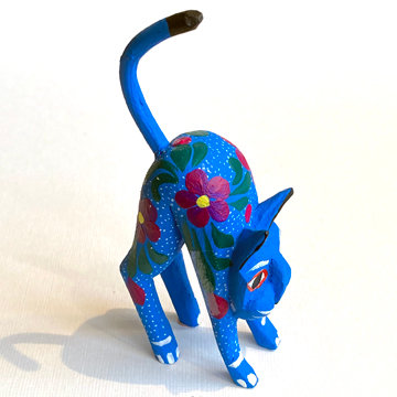OAXACAN HUNCHED CAT CARVING