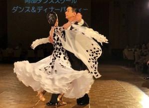 ダンスは連続撮影で。スマホでスピード感のある写真を撮る。