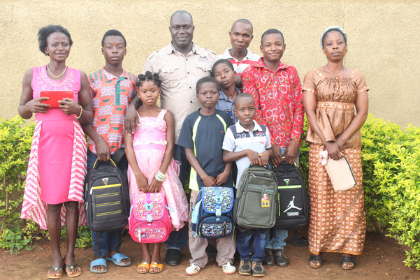 Koffi_fourniture_scolaire_Orphelinat_Côt