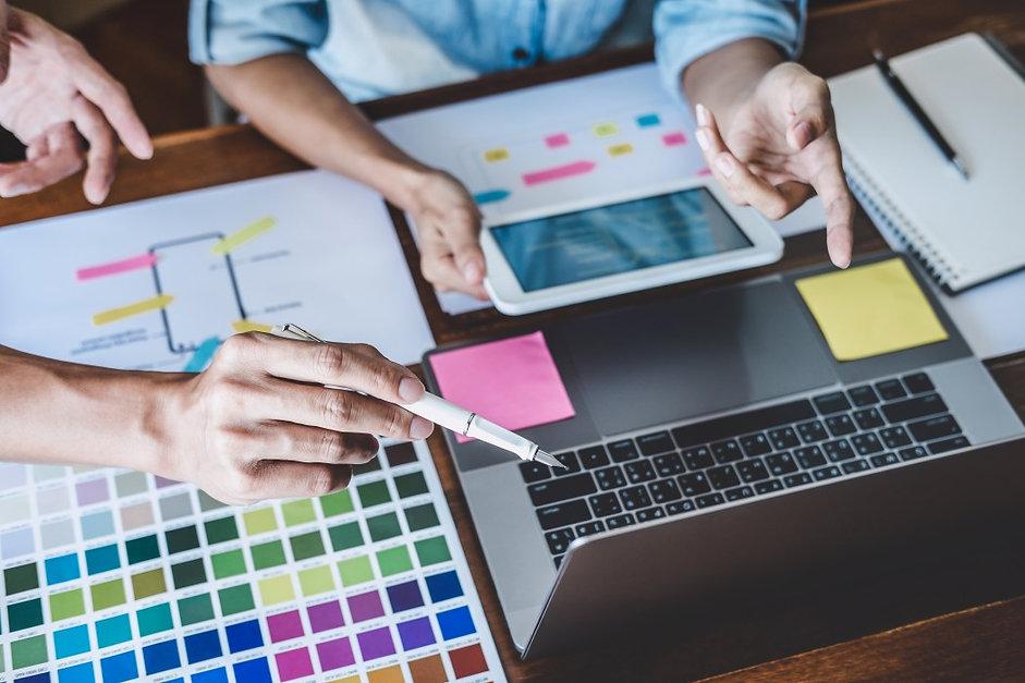 team-of-creative-web-graphic-designer-pl