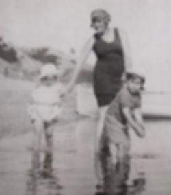 a1922 GertrudeJeanJim.jpg