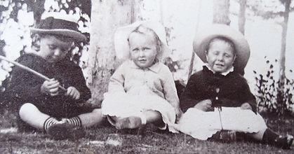 1890 FrankNancyJimmy.jpg