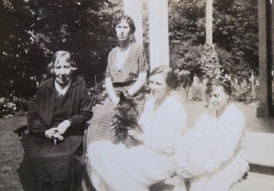 1932 Totie,Frances,Lily,Monica.jpg