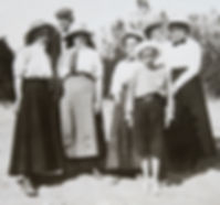 1907 HarrietMrRhodesGertBillSidMin_.jpg