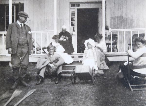 1905 ArmyFrankDoroGranMonicaMaryNancy.jp