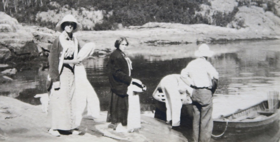 1910_ DoroGertBoat.jpg