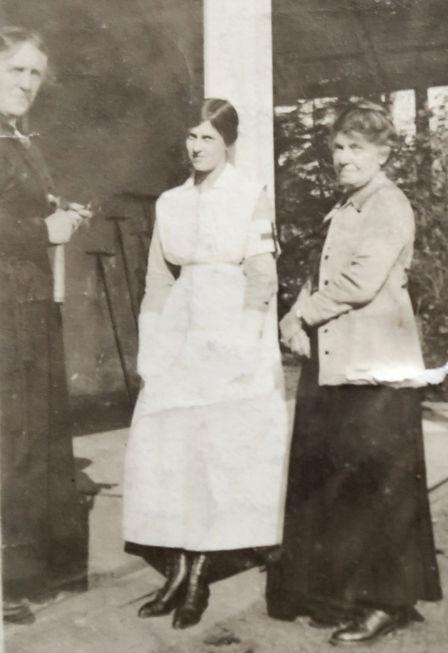 1909_ MinDoroMrs Ross(Shirt'sMo).jpg
