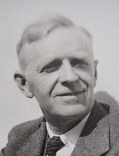1945_Frank Morewood.jpg