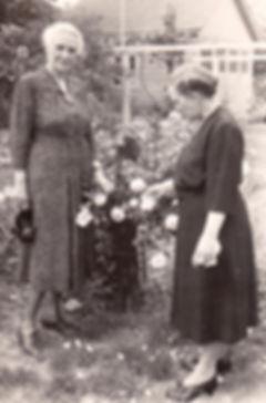 1950 LilyBell and MargaretRobesBoston.jp