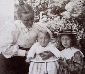 1898 MinnieBobNancy.jpg