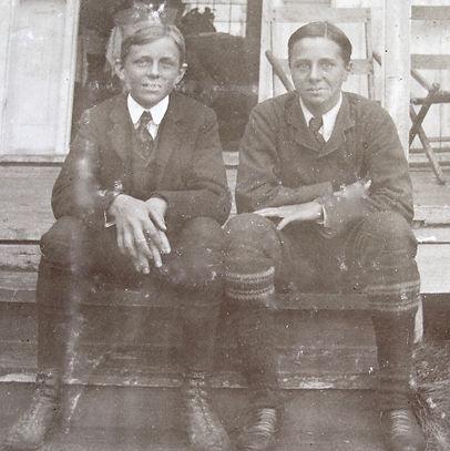 1900 FrankJimmy.jpg