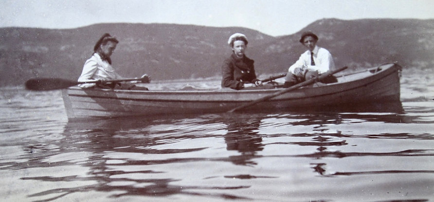 1899 NancyCathFrankBoat.jpg